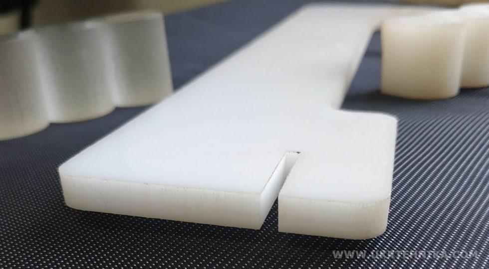 Пример гидрорезки оргстекла