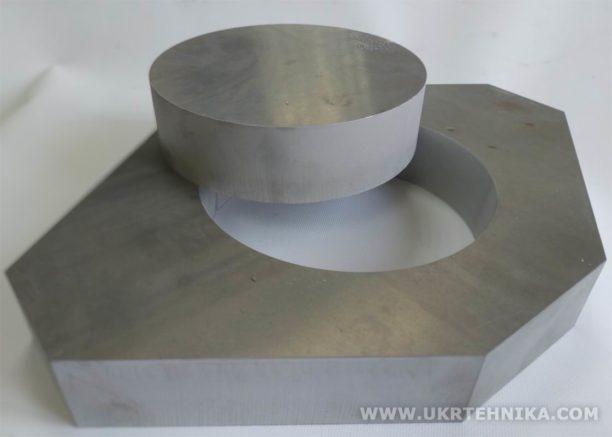 Вырез из алюминиевого блока